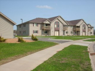 Mauston: Stonefield Apartments