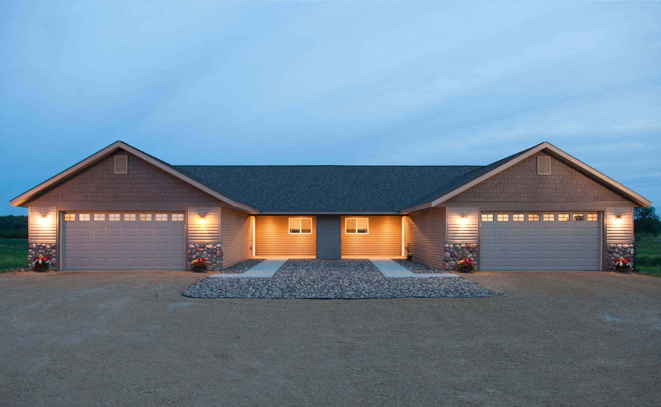 Twin Lakes Twin Homes Roberts WI